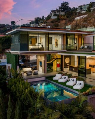 Our fabulous property pick today is perched high in Hollywood Hills West above the Sunset Strip. This striking 5540-sq-ft modern masterpiece is an ode to glass, space, and sightlines. Simply gorgeous 😍  1807 Blue Heights Drive, Los Angeles | Listed by LA agent @jamison_malone  Scott-Finn & Associates DRE #01493056 Compass DRE #01527365  #compasscalifornia